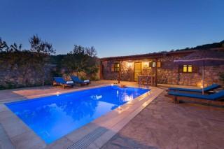 Villa Kaya, Fethiye Kayaköyde korunaklı havuzlu kiralık villa