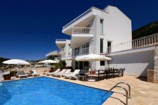Kalkanda Deniz Manzaralı 5 odalı Yazlık Kiralık Villa