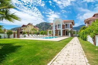 Villa Amazon Dalyan merkezde 4 yatak odalı kiralık yazlık villa.