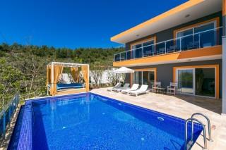 Villa Suna, Kalkan'da doğa manzaralı muhafazakar kiralık villa.