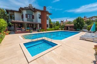 Villa Bulut, Dalyan da kiralık 5 yatak odalı çocuk havuzlu villa.