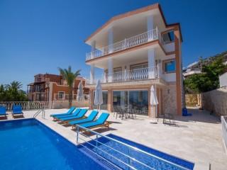 Kalkanda Çocuk Havuzlu deniz manzaralı lüks kiralık yazlık villa