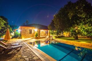 illa Artemis Kayaköyde 3 yatak odalı korunaklı havuzlu villa.