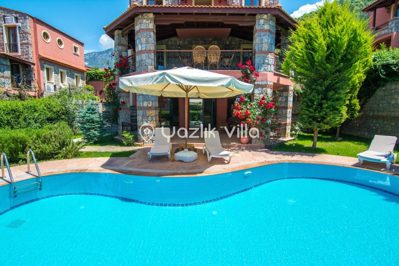 Villa Aka