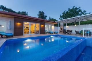 Villa Pınar Kalkan İslamlarda Havuzu Korunaklı Balayı Tatil Villa