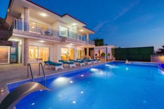 Villa Almira, Kalkanda Ulta Lüks Çocuk Havuzlu Kiralık Villa