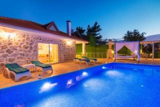 Villa Alya, Kalkan İslamlarda Muhafazakar Balayı Tatil Villası
