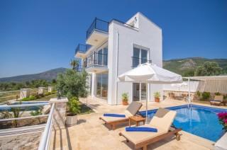 Villa Can Kalkan Üzümlü Köyünde 3 Yatak Odalı Kiralık Villa
