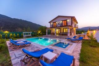 Villa Efe, Kayaköy'de 4 yatak odalı havuzu korunaklı villa.