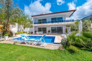 Villa Gardenya; Geniş bahçeli havuzu korunaklı kiralık villa