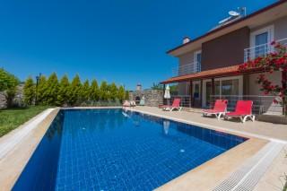 Villa Egemen; Kayaköyde Jakuzili, Korunaklı Havuzlu Yazlık Villa