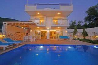 Villa Med Cezir, Kalkan Üzümlü mevkiinde bulunan eşsiz villasdır.