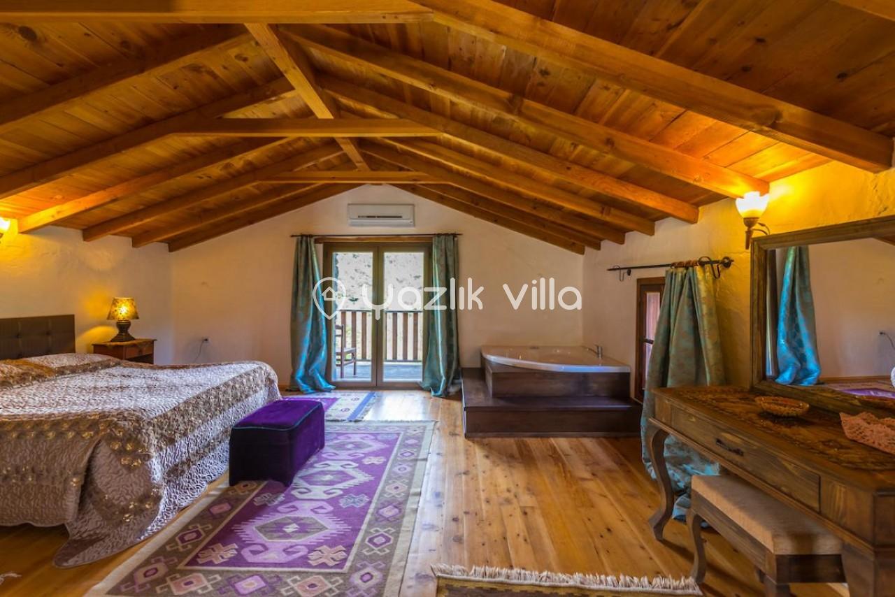 Köy Ardı Evi