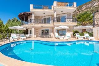 Villa Beyaz, Havuzu Korunaklı Deniz Manzaralı Kiralık Villa