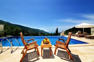 Villa Zilan, Kapalı Yüzme Havuzuna Sahip  4 Yatak Odalı Villa