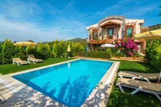 Kayaköyde bulunan 2 odalı, 4 kişilik, korunaklı havuzlu villa.