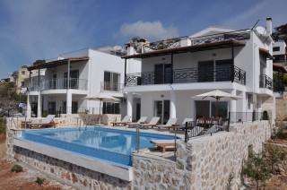 Kalkan Akbelde, 7 odalı 14 kişilik deniz manzaralı kiralık villa