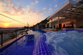 Kalkan Körderede bulunan ultra lüks deniz manzaralı kiralık villa