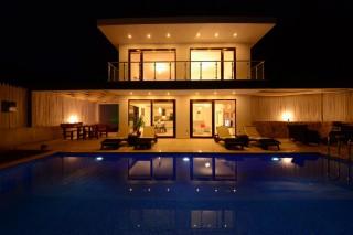 Villa Royal, 2 Odalı, 4 Kişilik Jakuzili Balayı Tatil Villası