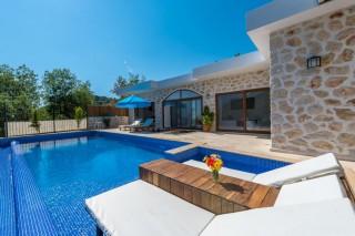 Villa Beyza, Kapalı Özel Havuza sahip 2 odalı balayı villası